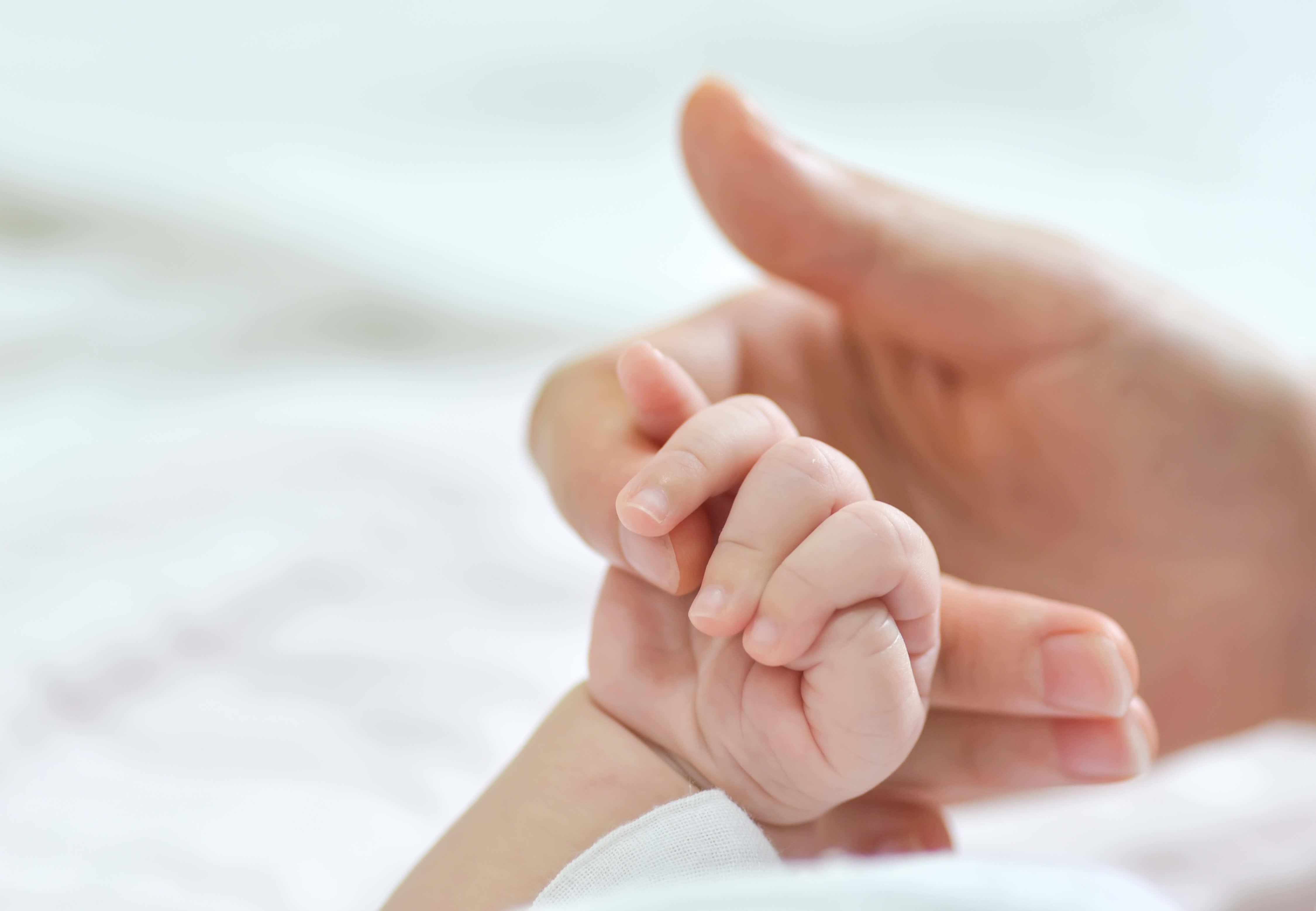 Resultado de imagen de Hacienda devolverá el IRPF de las prestaciones de maternidad y paternidad aunque exista sentencia firma desestimatoria